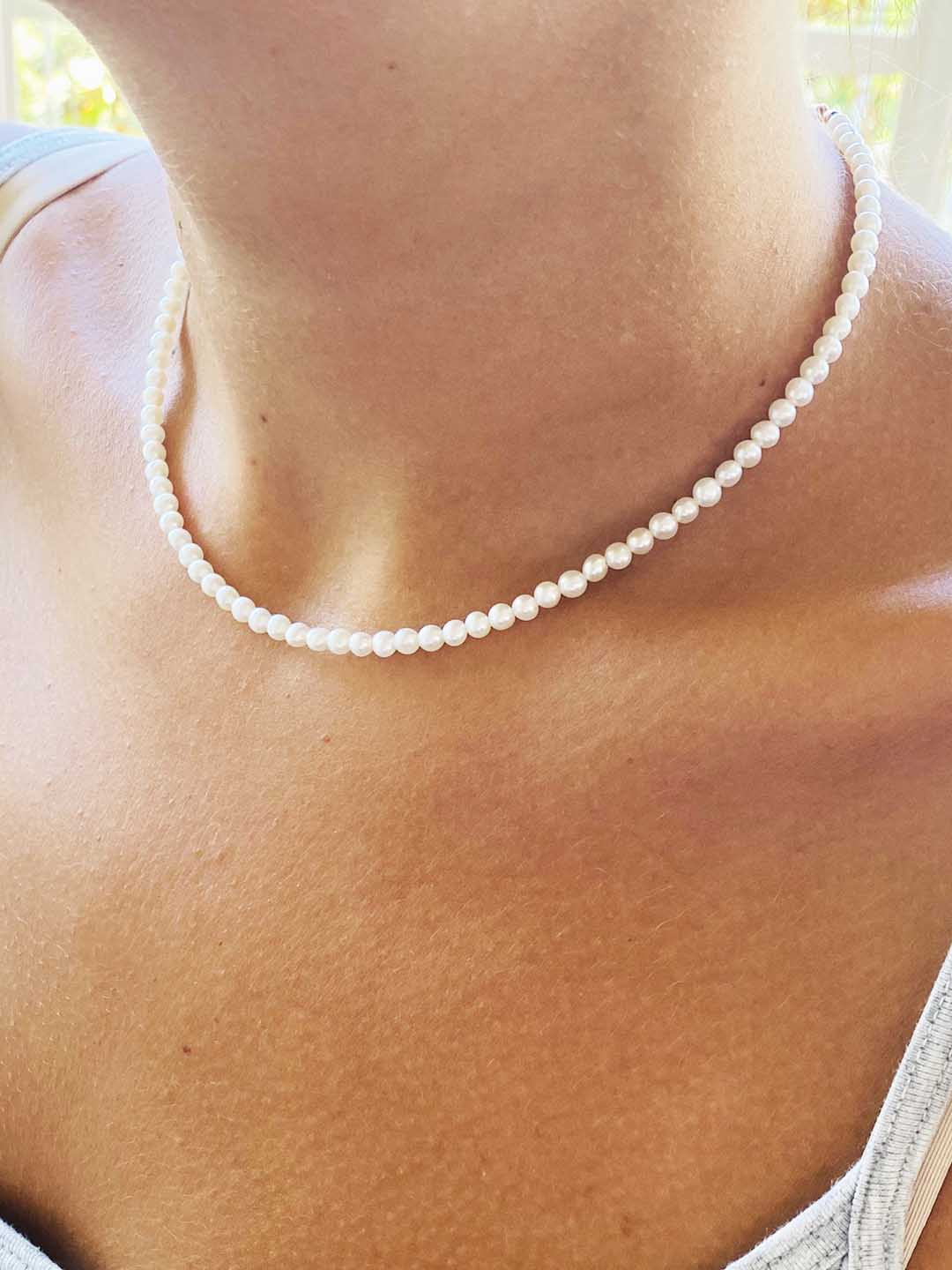 smal necklace pearls